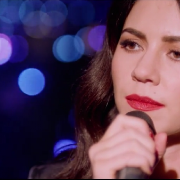 Marina and the Diamonds shines in 'Happy' Acoustic