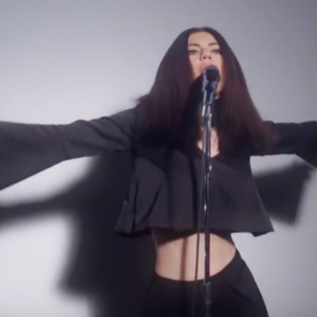 Marina & The Diamonds – 'Forget' Music Video