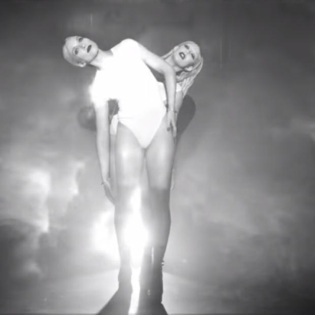 dumblonde – 'White Lightning' Debut Music Video