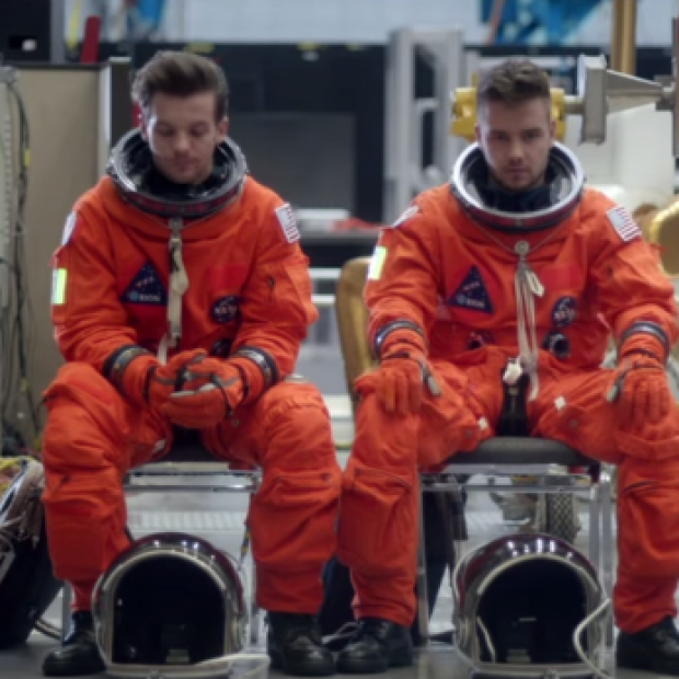 One Direction – 'Drag Me Down' Music Video
